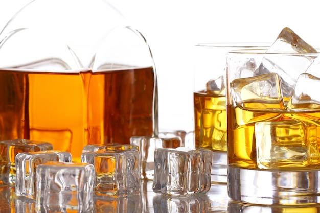 Whisky frío con hielo