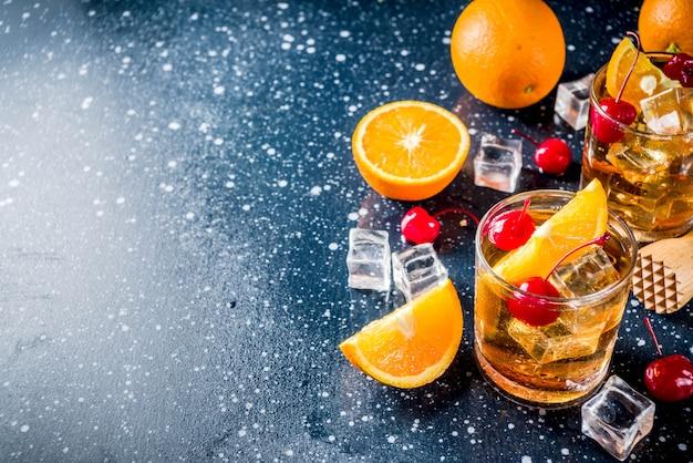 Whisky con naranja y cerezas cocktail