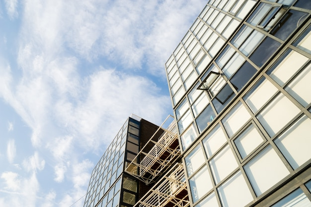 Windows of skyscraper business office edificio corporativo en la ciudad de londres, inglaterra, reino unido