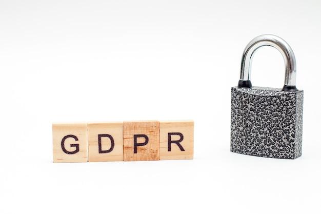 Word reglamento general de protección de datos hecho de bloques de madera m