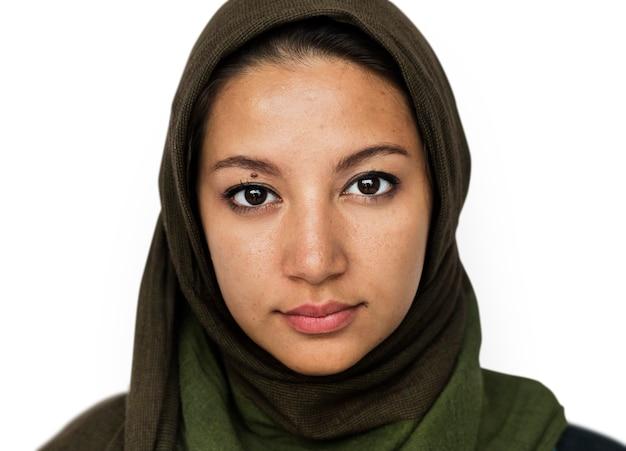 Worldface-mujer iraní en un fondo blanco.