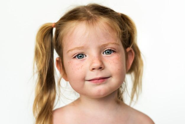 Worldface-russian girl en un fondo blanco