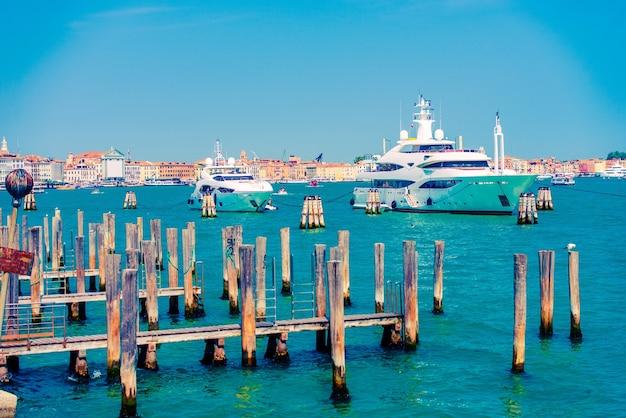 Yates en venecia, italia