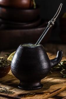 Yerba mate - té de hierbas de bebida caliente de américa latina