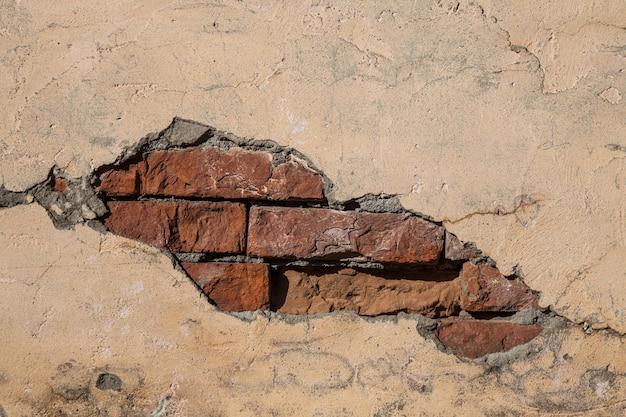 Yeso y pared de ladrillo antiguo