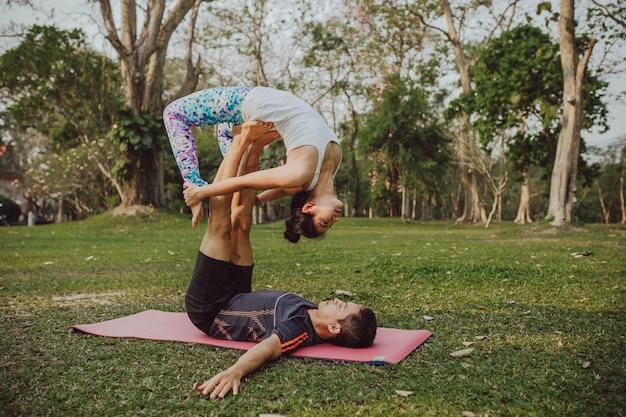 Yoga, acrobacias y naturaleza