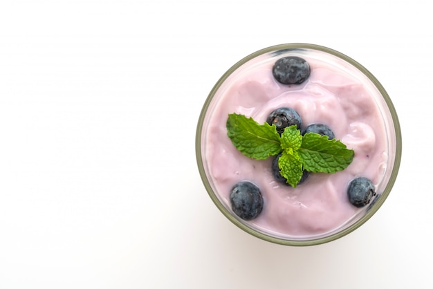Yogurt con arándanos frescos