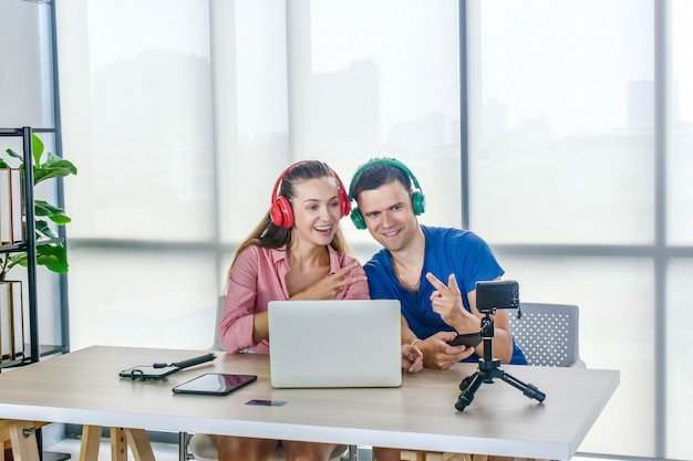 Youtuber vlogger internet star marketer broadcast startup pequeña empresa