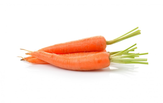 Zanahoria de bebé aislada en el fondo blanco