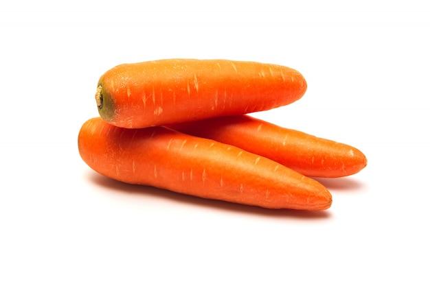 Zanahorias frescas aisladas. cerca de zanahorias.