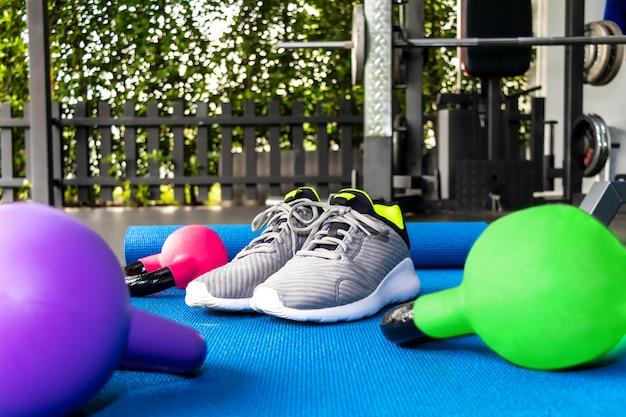Zapatillas de deporte nuevas y elegantes sin marca para hombre.