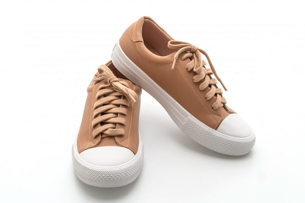 Zapatillas marrones en blanco