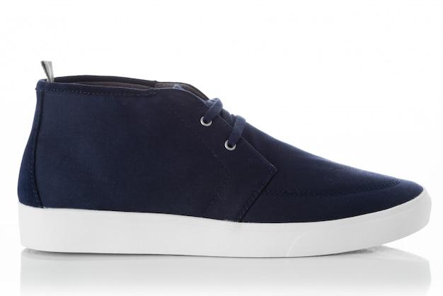 Zapatos azules de los hombres de la moda con el perfil de la vista lateral aislado en blanco