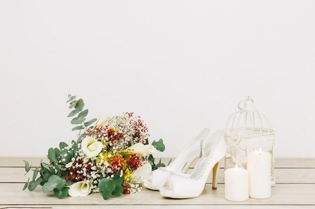 Zapatos de boda con flores