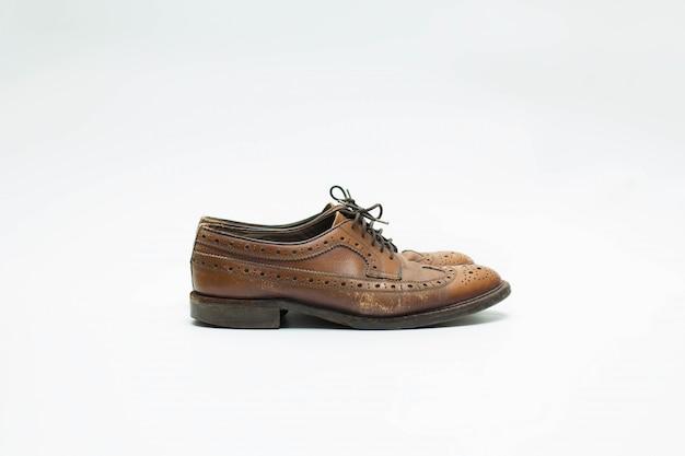 Zapatos de cuero aislados