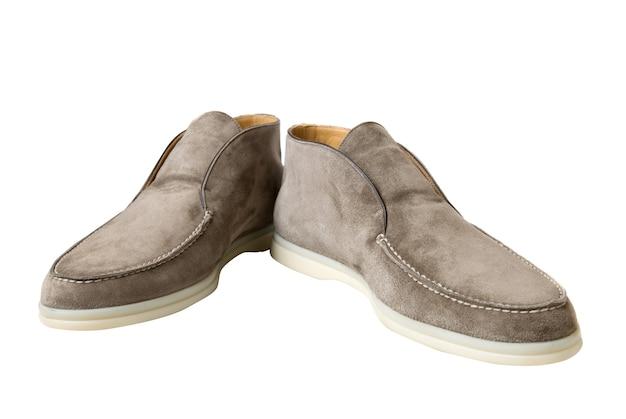 Zapatos de cuero marrón claro masculinos aislados en blanco