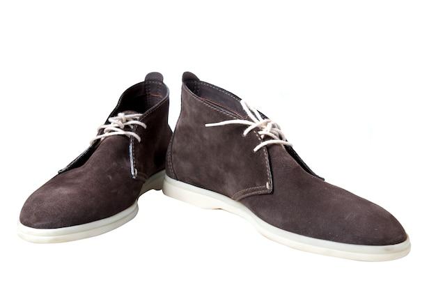 Zapatos de cuero marrón masculinos aislados en blanco