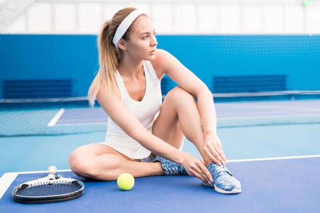 Zapatos de fijación de jugador de tenis femenino