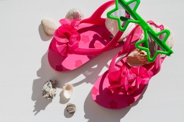 Zapatos de goma rosa para niños