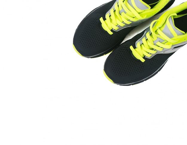 Zapatos de hombre para correr aislados en blanco.
