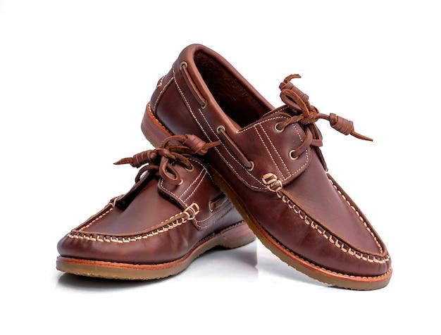 Zapatos de hombres aislados sobre fondo blanco