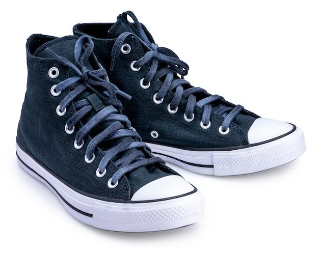 Zapatos de lona negra aislado sobre un fondo blanco.