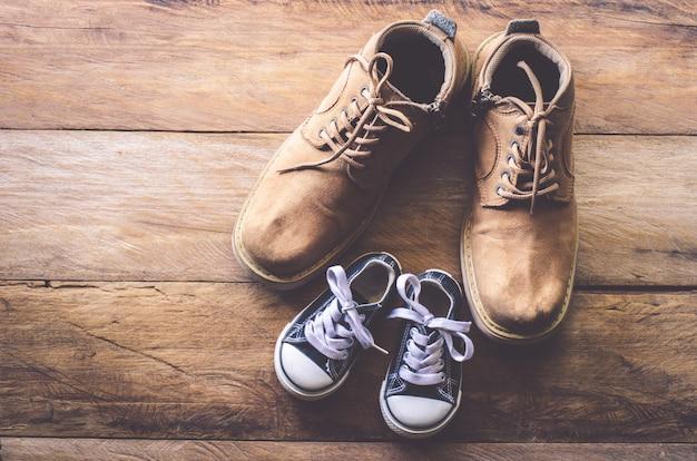 Los zapatos de padre e hijo - concepto takecare