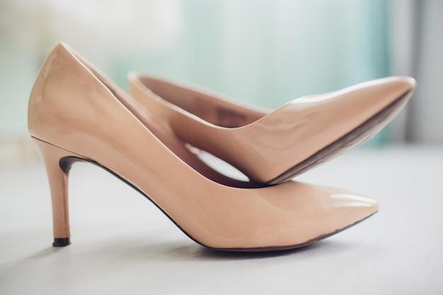Zapatos sobre fondo blanco