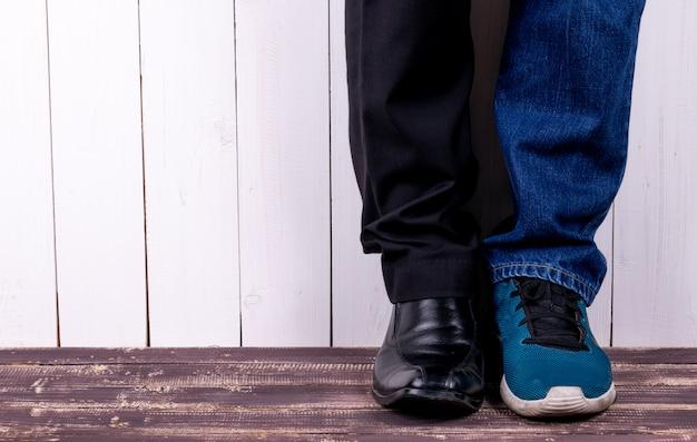 Zapatos de trabajo y zapatos de viaje casual.