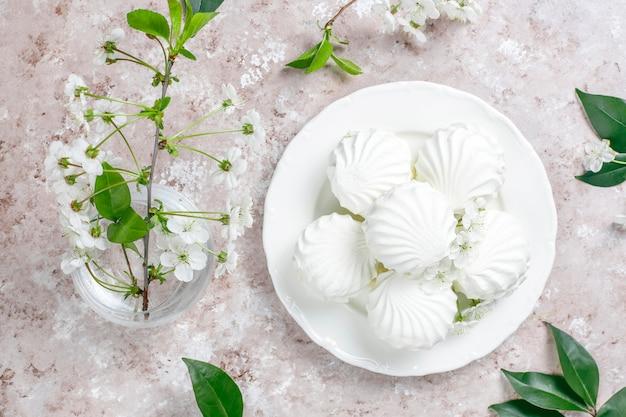 Zephyr blanco, deliciosos malvaviscos con flores de primavera