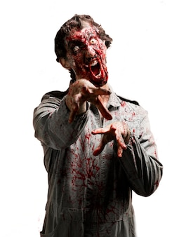 Zombie con la mandíbula desencajada