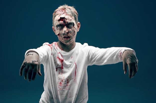 Zombie niño muerto. concepto de horror de halloween