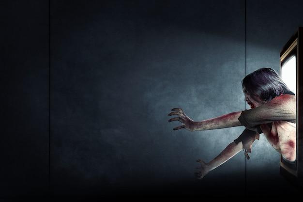 Zombies de miedo vienen de dentro de la televisión