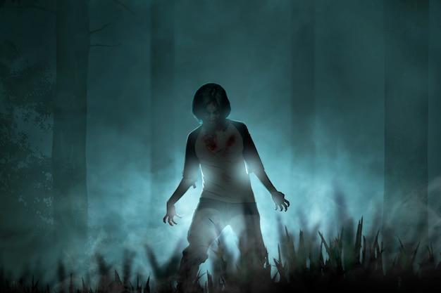 Zombies terroríficos con sangre y heridas en su cuerpo caminando en el bosque embrujado con niebla y luz de luna