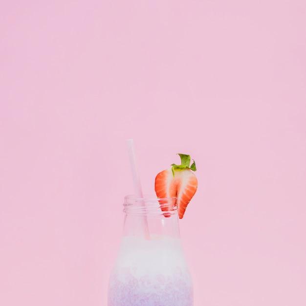 Zumo de frutas saco con fondo de color