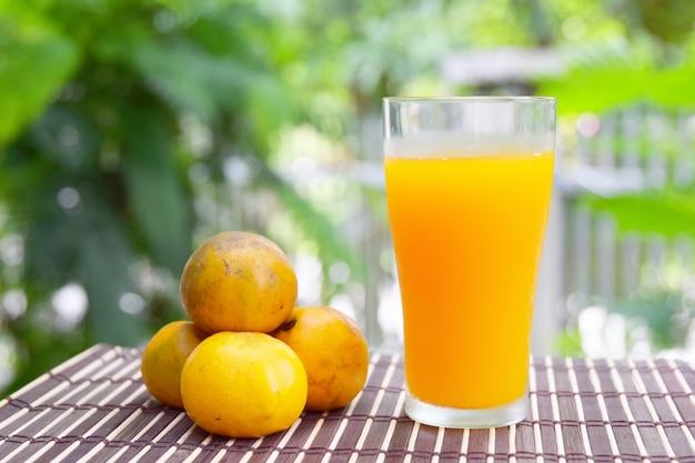 Zumo de naranja, bebida saludable.