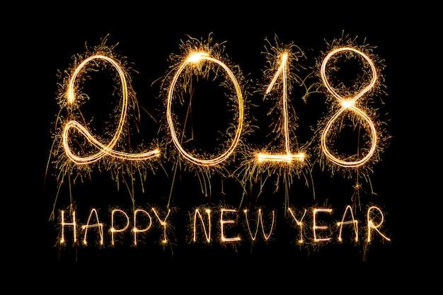 2018 scritto con i fuochi d'artificio di sparkle, felice anno nuovo