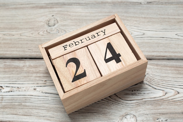 24 febbraio. 24 ° giorno del mese di febbraio, calendario pianeggiante, vista dall'alto. orario invernale