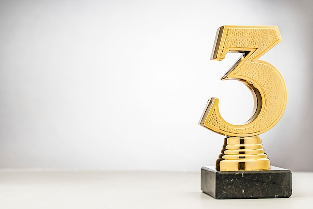 3 ° classificato secondo classificato in trofeo d'oro metallico