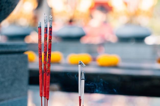 3 incenso rosso, benedizione dei caratteri cinesi stampata.