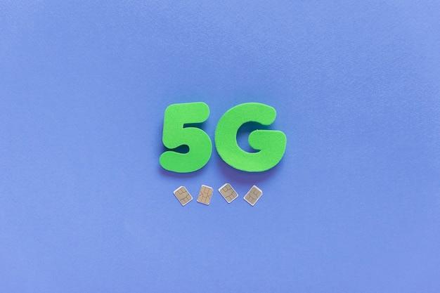 5g su sfondo semplice con carte sim