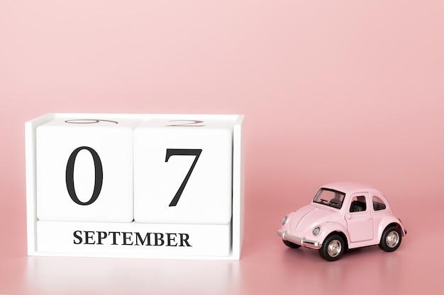 7 settembre. 7 ° giorno del mese cubo calendario con auto