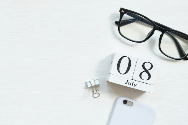 8 luglio ottavo giorno del mese concetto di calendario su blocchi di legno con spazio di copia.