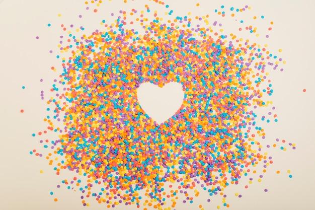 A forma di cuore da piccoli cerchi