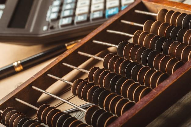 Abaco vintage e calcolatrice