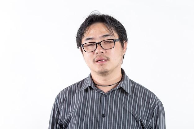 Abbattimento di uomo asiatico stanco