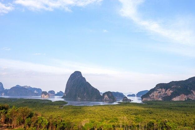 Abbellisca la vista della natura della vista del paesaggio di sametnangshe situata in tailandia di phang nga.