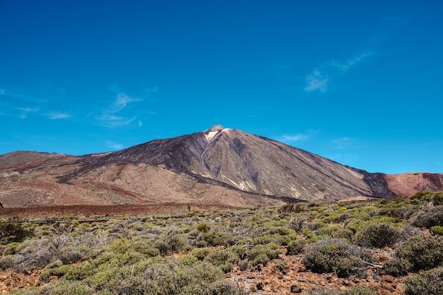Abbellisca la vista di teide, del vulcano più alto e della montagna in spagna