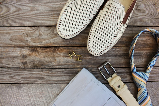 Abbigliamento e accessori per uomo. vista dall'alto.