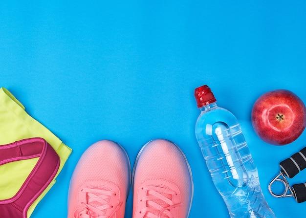 Abbigliamento sportivo per il fitness, vista dall'alto